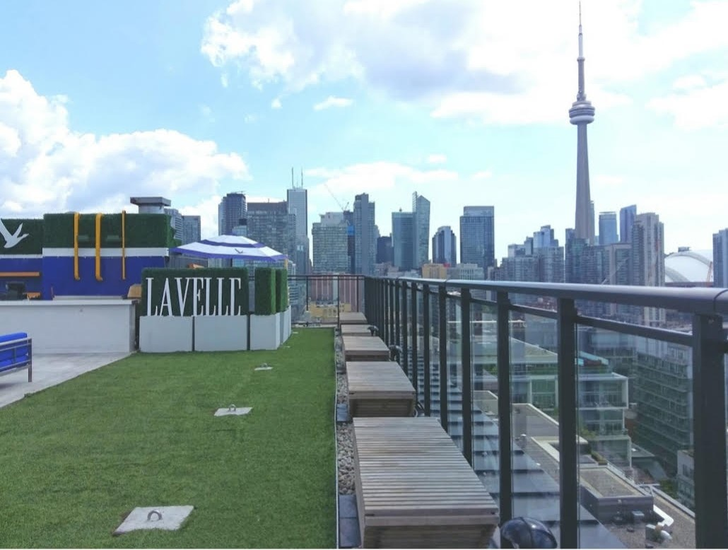 Fieldmasters artificial grass installed at Lavelle Rooftop Patio in Toronto